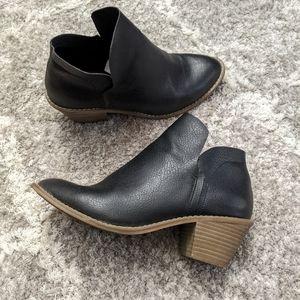 Universal Thread Black booties